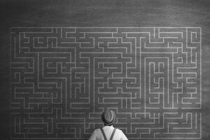 rozwiąż zagadki skrywane przez escape room